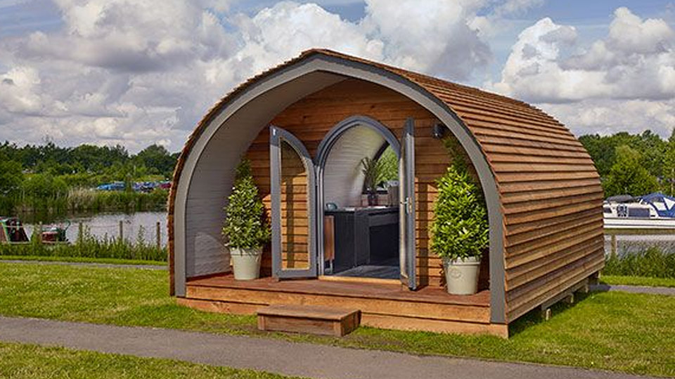 Arched roof log cabin pod measuring 2.95m x 4.8m. Double glazed UPVC doors and wIndows as standard. This model is a popular choice for a summerhouses and garden offices. Any internal adaptations that are wanted can be accommodated including kitchens, dividing walls, electrics and plumbing.
